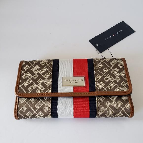 d6840551df Tommy Hilfiger Bags | Womens Wallet Logo Graphics Ebw727 | Poshmark